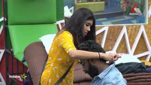Pareekutty asking Alasandra Johnson help - Bigg Boss Malayalam 2