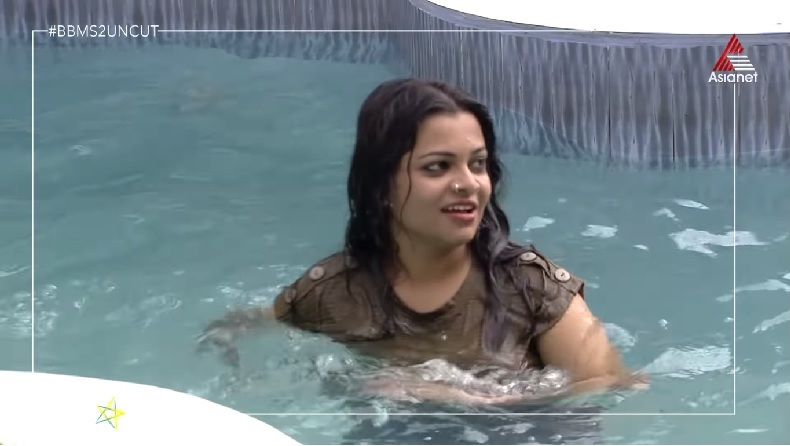 Jazla Madasseri into the swimming pool Bigg Boss Malayalam 2